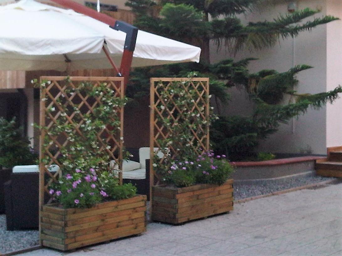 Fioriere per rampicanti ikea reticolato legno elegant foto di grigliati per giardino with vasi - Sfere luminose da giardino ikea ...